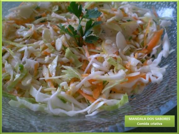 Salada repolho e amendoas